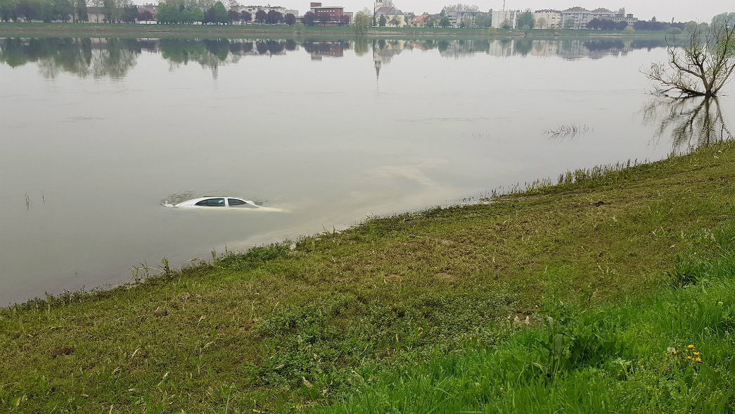 FOTO/VIDEO Ronioci iz Save izvukli automobil